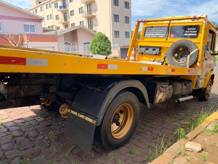 Caminhão guincho estava com caixa de câmbio de veículo em situação de furto desde 2015