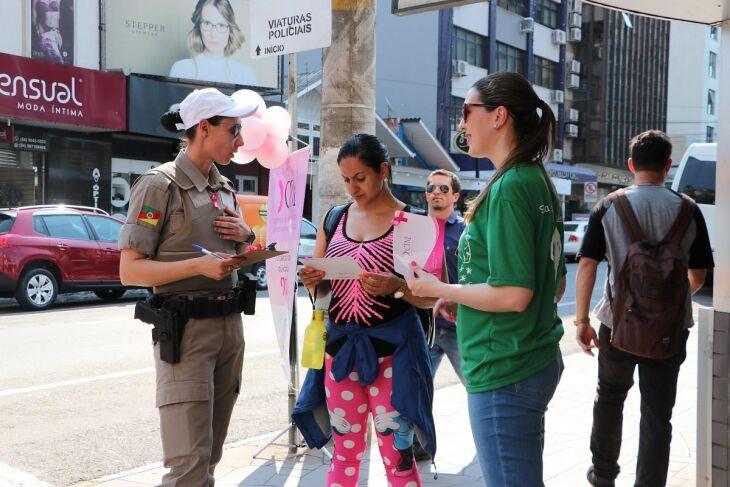 Ação abordou centenas de mulheres