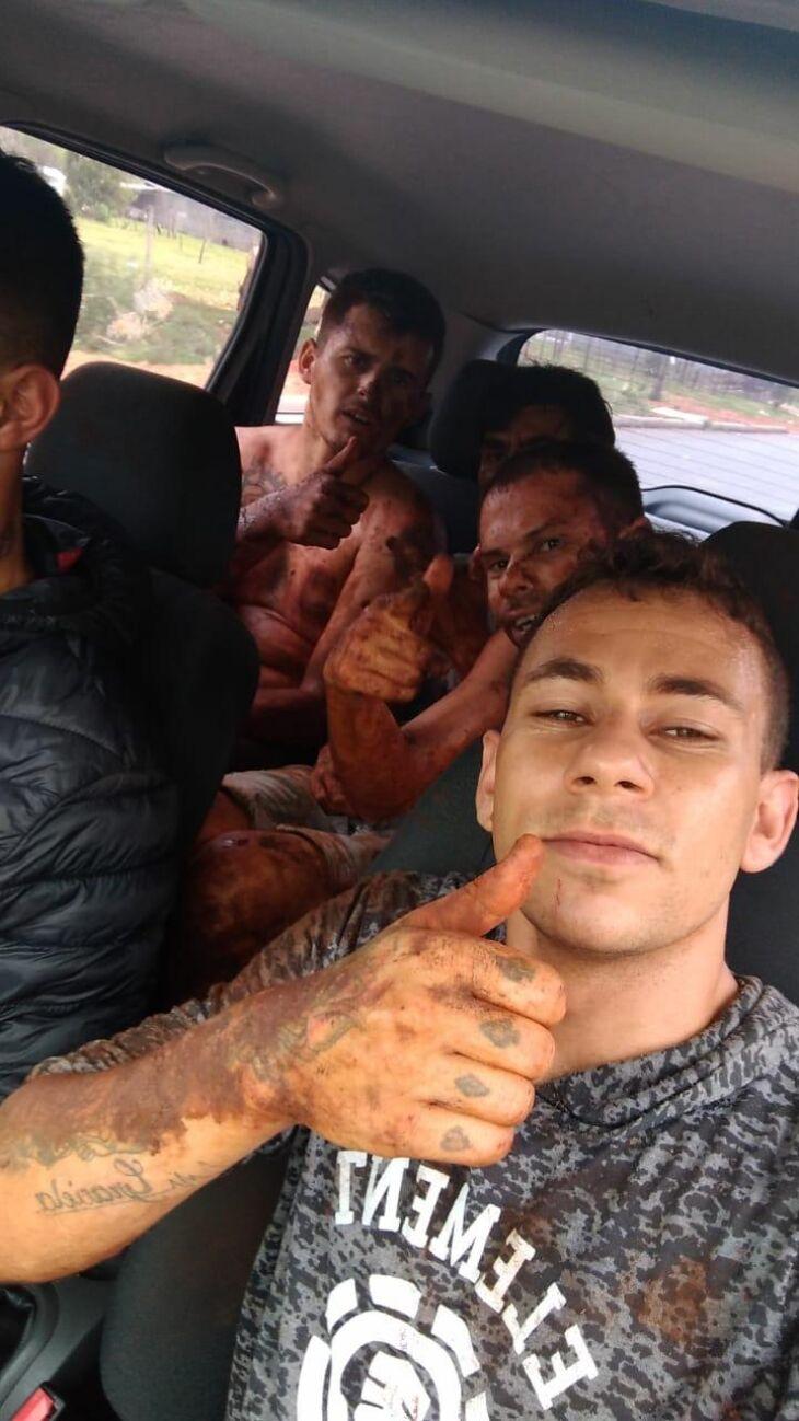 Selfie tirada pelos detentos após a fuga do Pecar