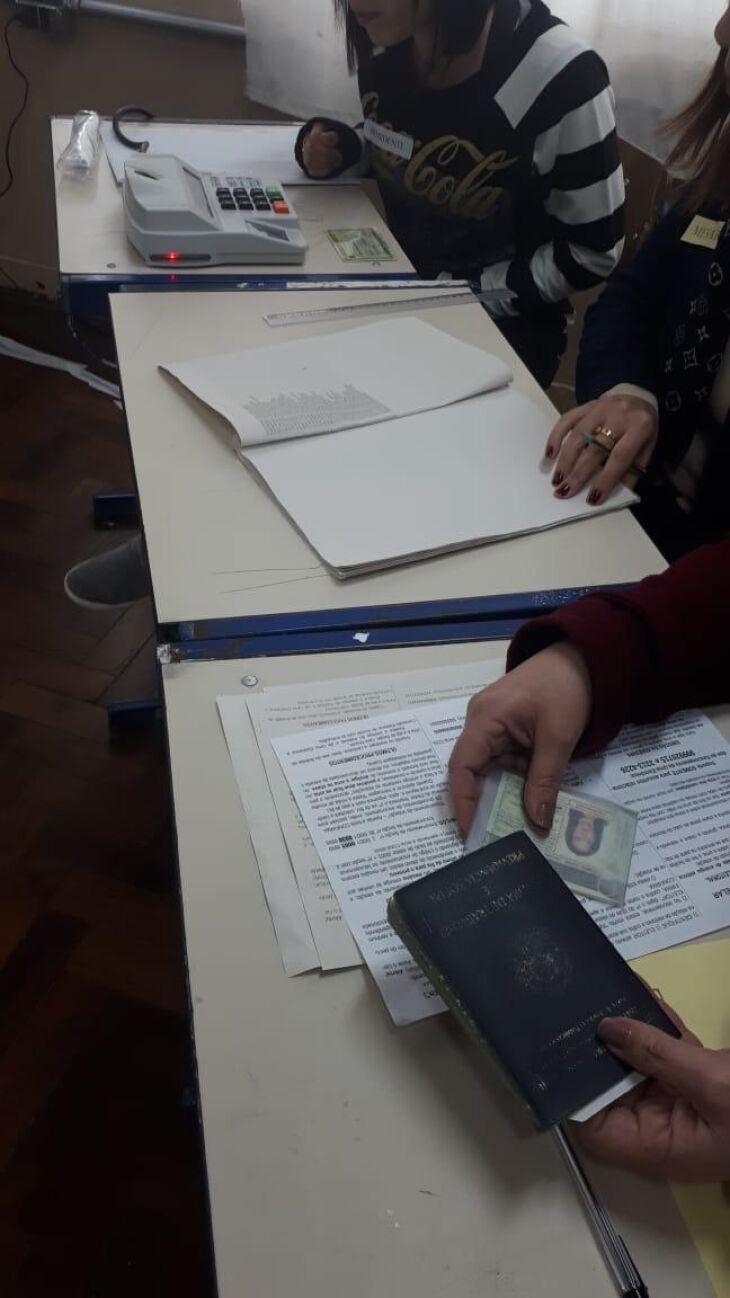 Para votar, basta o título de eleitor e a carteira de identidade