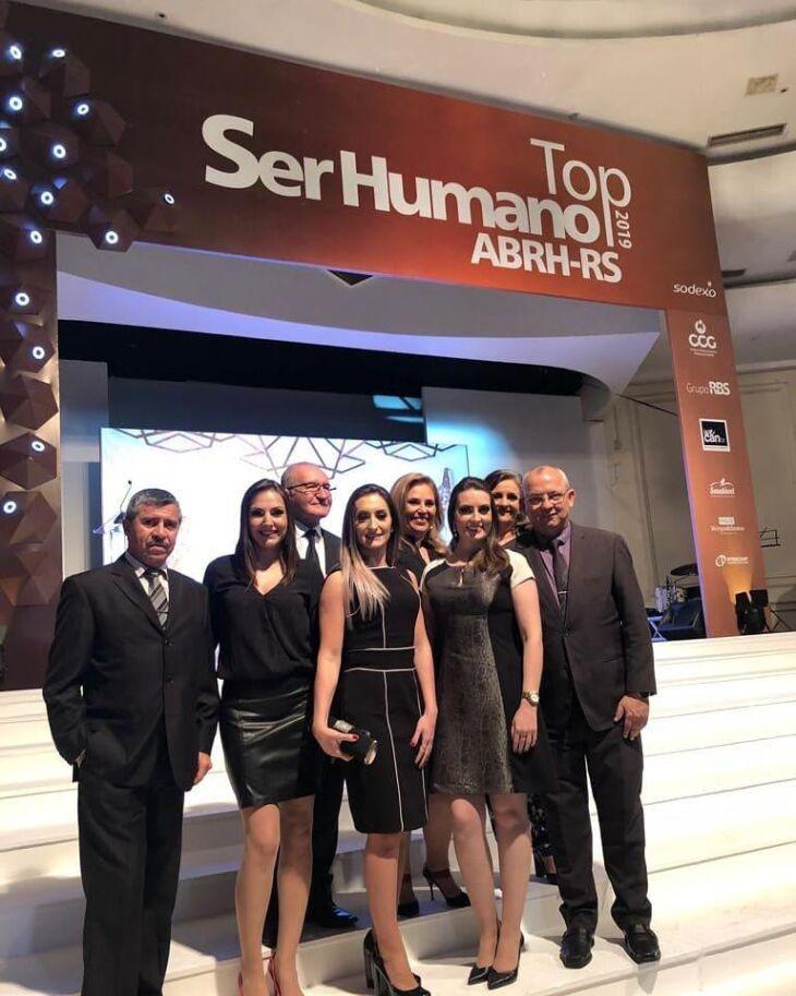 Representantes do HCPF na festa de entrega
