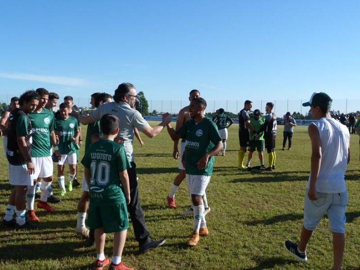 Classificação: presidente Guto Ghion comemora com o time