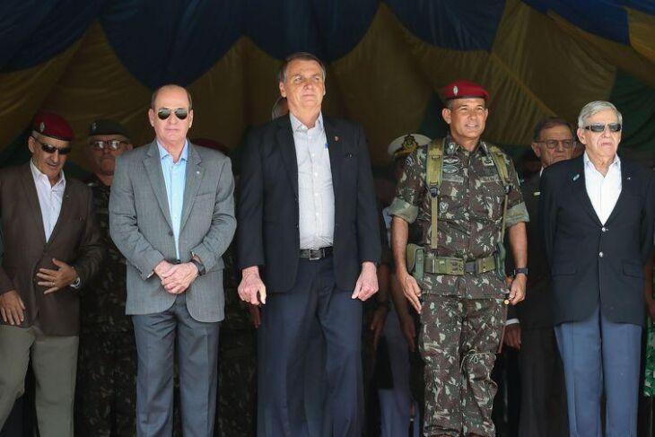 O presidente Jair Bolsonaro,participa da cerimônia de celebração do 74° aniversário de criação da Brigada de Infantaria Paraquedista onde comentou sobre óleo no litoral do Rio de Janeiro