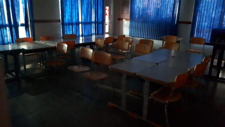 Presidente da Associação de Moradores da Vila Donária disse ter encontrado o aluno dentro da sala escura