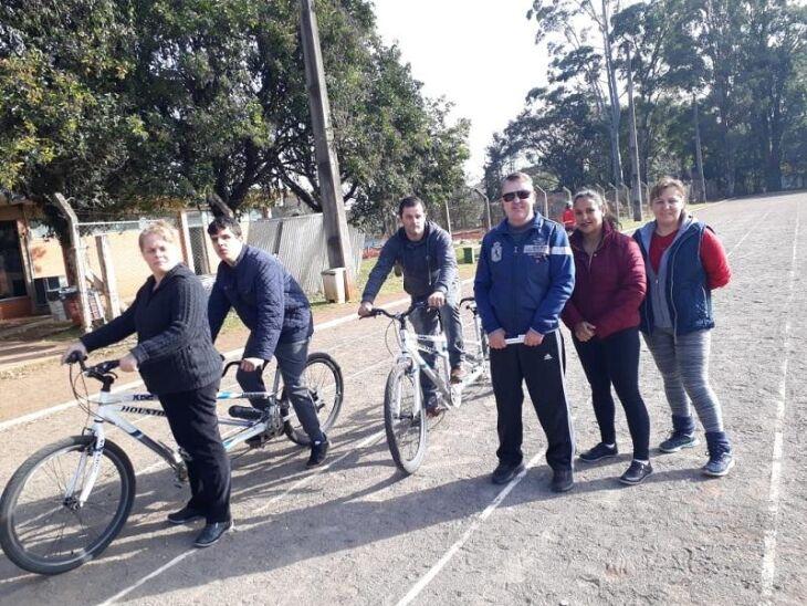 Andar de bicicleta é uma das atividades do projeto