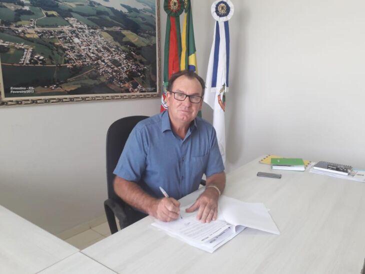 Prefeito de Ernestina, Odir João Boehm assinou o Decreto de Emergência na terça (18) Crédito: