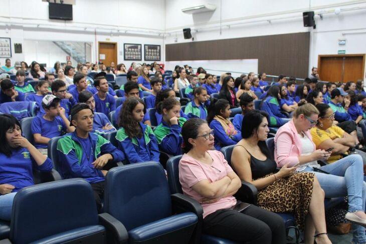 Evento reuniu aproximadamente 200 estudantes da rede pública de Passo Fundo