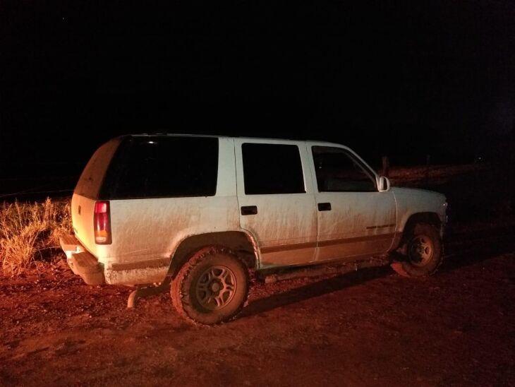Os veículos estavam escondidos em um local de difícil acesso